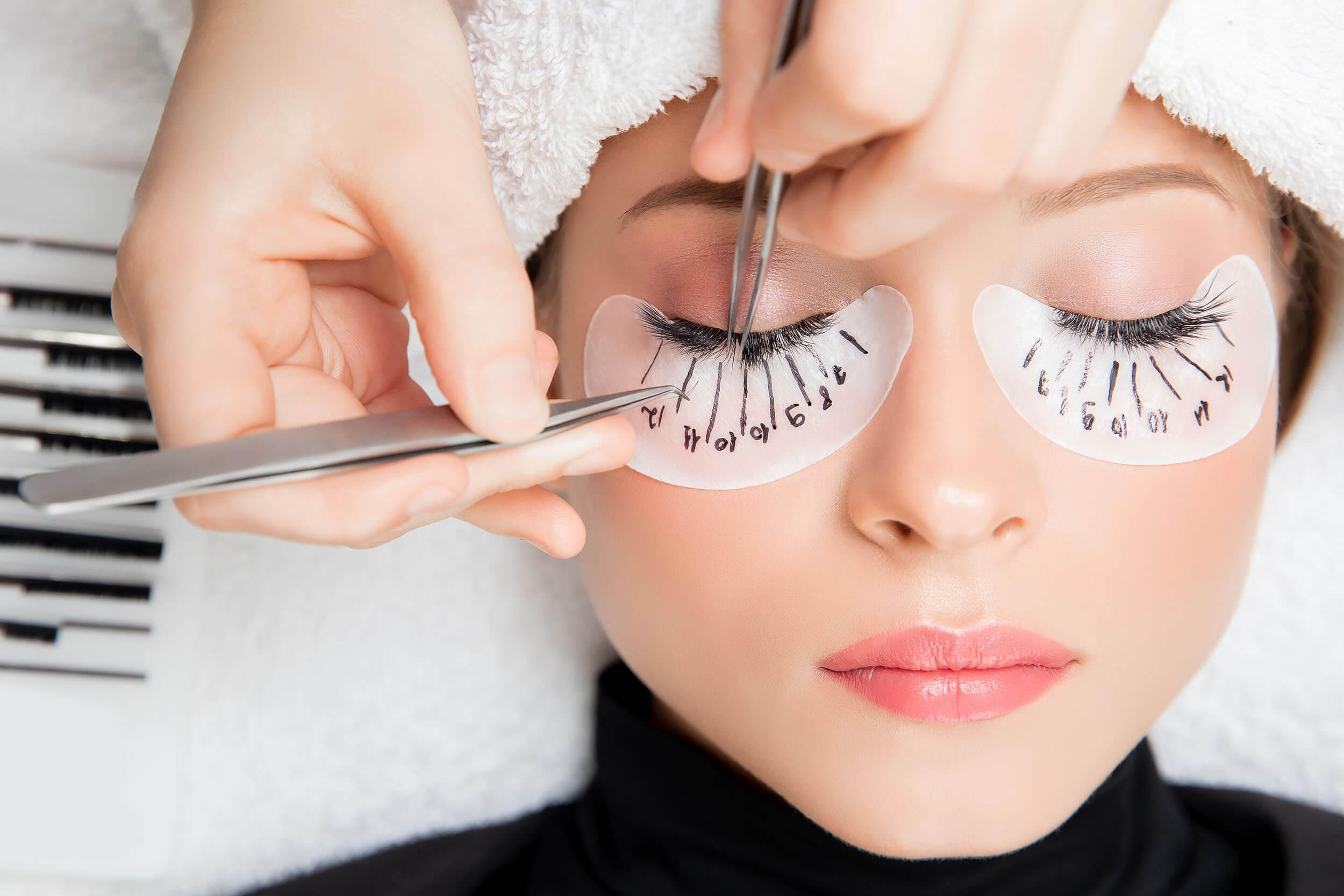 Best Eyelashes Extensions in Dehradun - customer showing her eyelashes